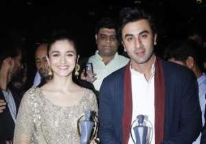 Bollywood celebs graced the red carpet of Lokmat- India Tv