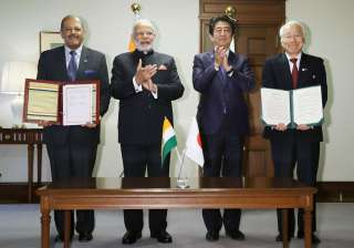 PM Modi and Shinzo Abe attend the signing ceremony of memorandum regarding the culture and business between Hyogo prefecture and Gujarat state in Kobe, Hyogo prefecture, Saturday.