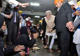 Everybody was in for a surprise when he reached the langar hall of the Golden Temple along with President Ghani and served food.
