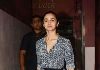 Alia Bhatt wore a beautiful outfit and tied her hair. The dimpled beauty was looking gorgeous. The actress is working for the third time with Varun after 'Student of the Year' and 'Humpty Sharma Ki Dulhania'.