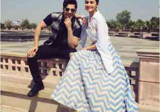 'Badrinath Ki Dulhania stars, Alia Bhatt and Varun Dhawan are out in the town and are travelling places like Delhi, Mumbai, Lucknow to promote the film. The gorgeous actress Alia can be seen in flaunting traditional to western outfits, which are surely going to give some fashion goals.