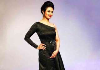 Divyanka Tripathi was looking gorgeous in an off shoulder, one side flared gown. Audiences continue to shower their love on her show as she won the award for Favourite Mom for Yeh Hai Mohabbatein.