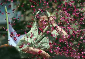 Supporters throw flower petals towards Sonia Gandhi as she- India Tv