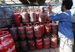 Taxpayers earning over Rs 10L may have their LPG subsidy