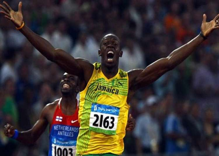 Usain Bolt wins 200m gold at 2008 Beijing Olympics.- India Tv