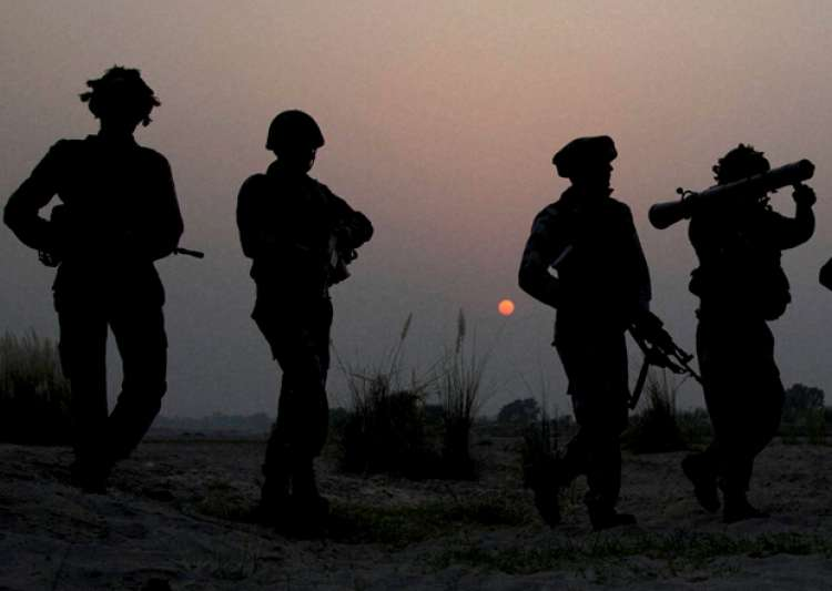 File pic of Army jawans doing foot patrolling - India Tv