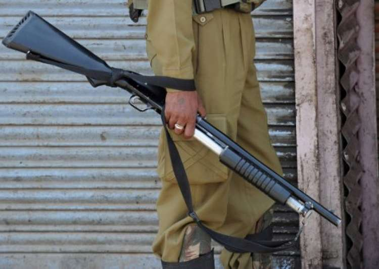 Militants snatch rifles from TV tower guards in Kashmir's- India Tv
