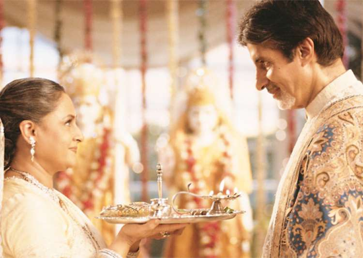 Big B feels guilty to see women fast on Karwachauth- India Tv