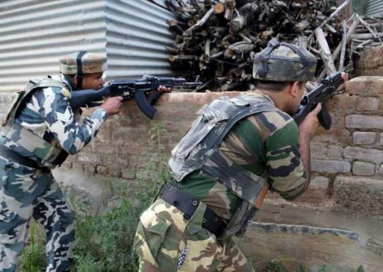 File pic of jawans fighting against militants in Kashmir- India Tv