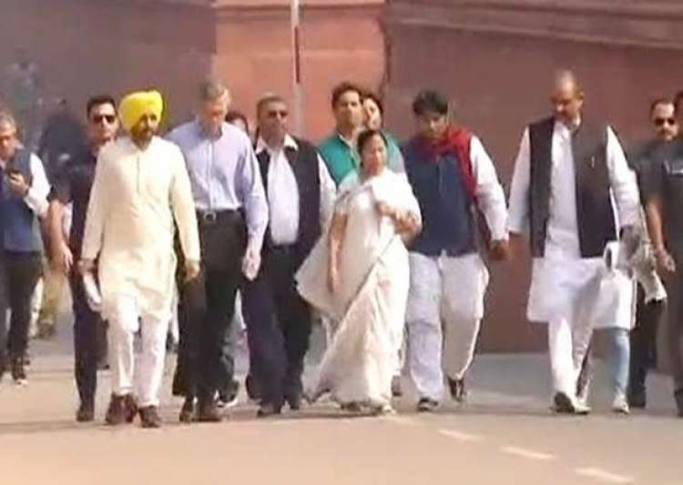 Mamata Banerjee along with Shiv Sena, AAP leaders march to- India Tv