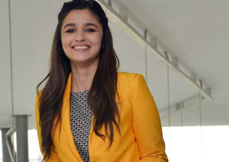 Alia Bhatt gives a hilarious answer to internet jokes about- India Tv