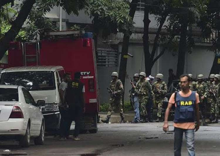 Suicide bomber blows himself up near RAB camp in Dhaka - India Tv