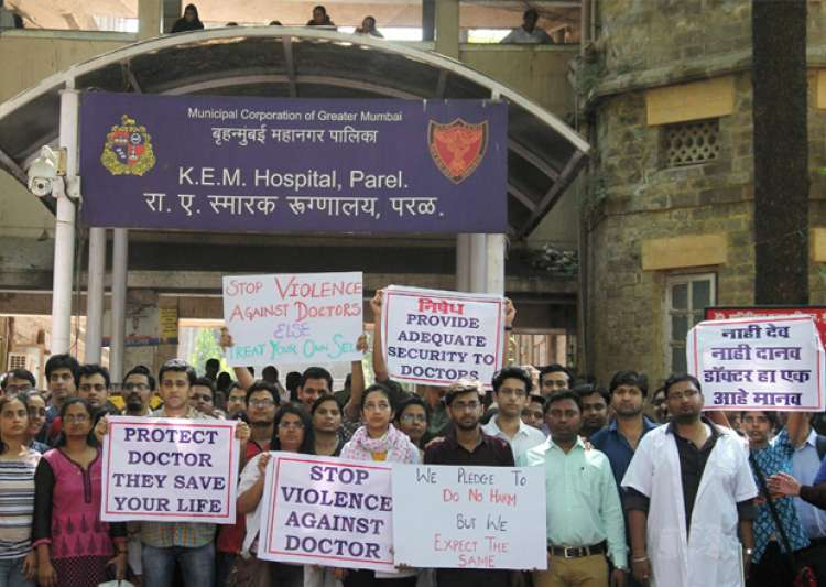 KEM hospital doctors during their strike against the attack- India Tv
