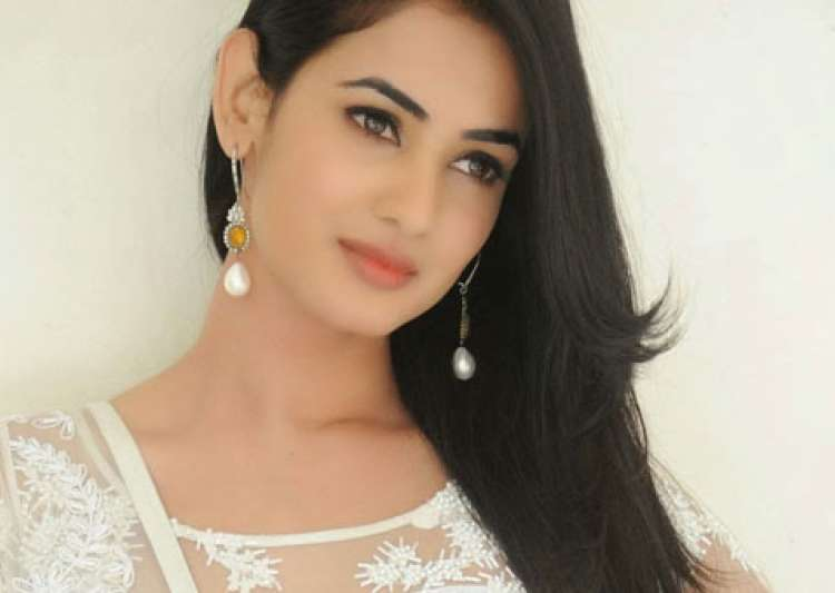 Sonal Chauhan Suhel: 'Jannat' Actress Sonal Chauhan Mistreated And Harassed By