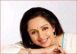 hema malini advises girls not to go out alone