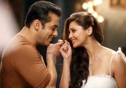 salman khan looks super hot in everything daisy shah