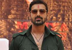 john flaunts retro sunglasses in shootout at wadala