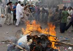 fresh violence in karachi after ppp minister s remarks