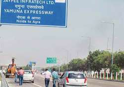 angry farmers take on police at yamuna expressway