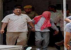 delhi gangrape damini s brother tries to attack juvenile