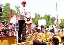 delhi congress continues protest over power water crisis