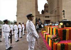 india gate not right place to build war memorial dikshit