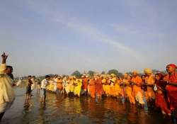 shortage prompts use of child priests in gaya