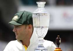 australian cricketers train on thames for ashes