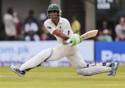 younis khan s half century leads pakistan to 140 3 at tea
