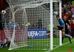 spain not letting scrutiny affects euro 2012 play