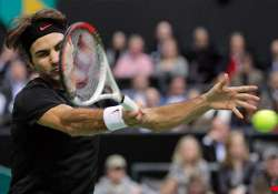 federer tops mahut to advance at abn amro