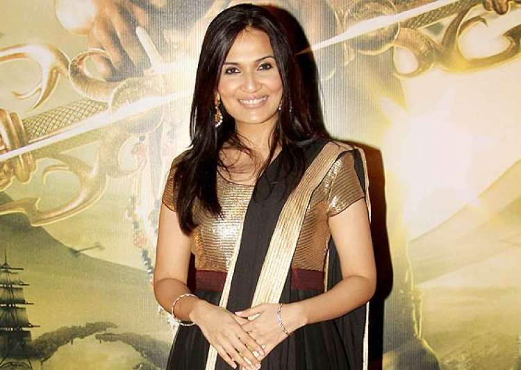soundarya rajinikanth speaks over how it feels to be- India Tv