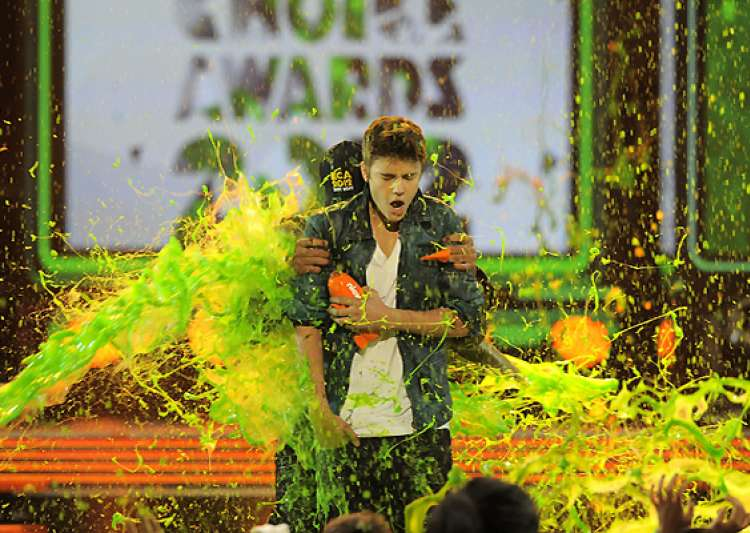 bieber berry slimed at kids choice awards- India Tv
