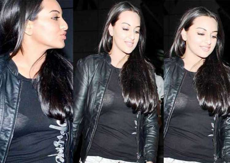 sonakshi sinha suffers wardrobe malfunction- India Tv