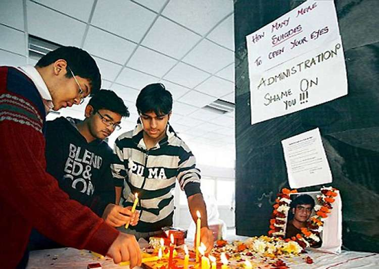 aiims students suspend relay hunger strike- India Tv