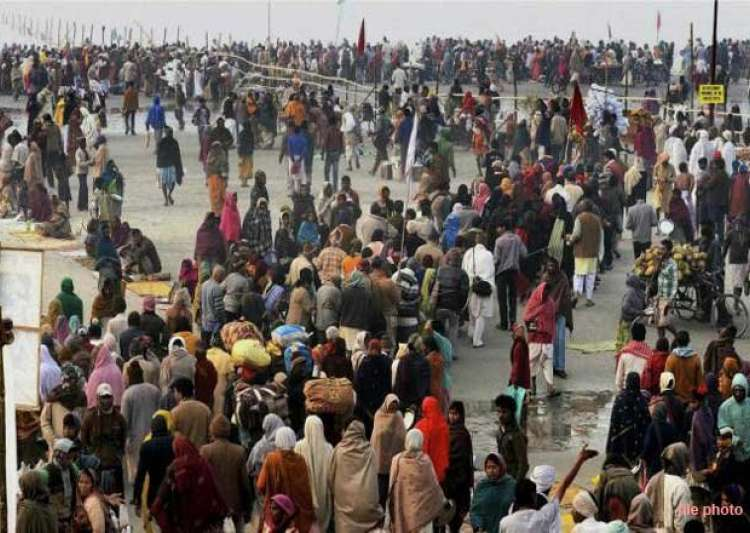 five lakh devotees take dip in gangasagar on makar sankranti