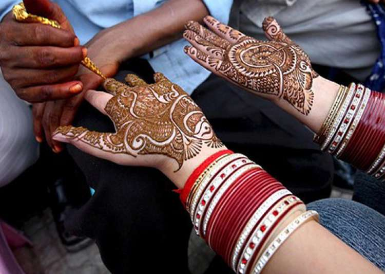 mehndi containing chemicals can cause serious skin- India Tv