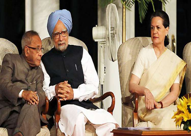 president pm sonia attend gujral s funeral- India Tv