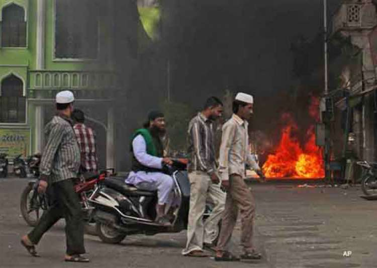 six cars set on fire in old hyderabad- India Tv