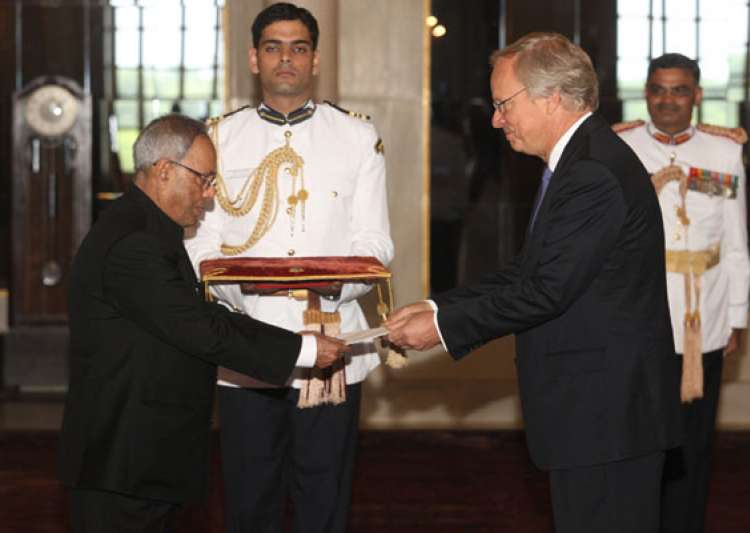 six envoys present credentials to the president- India Tv