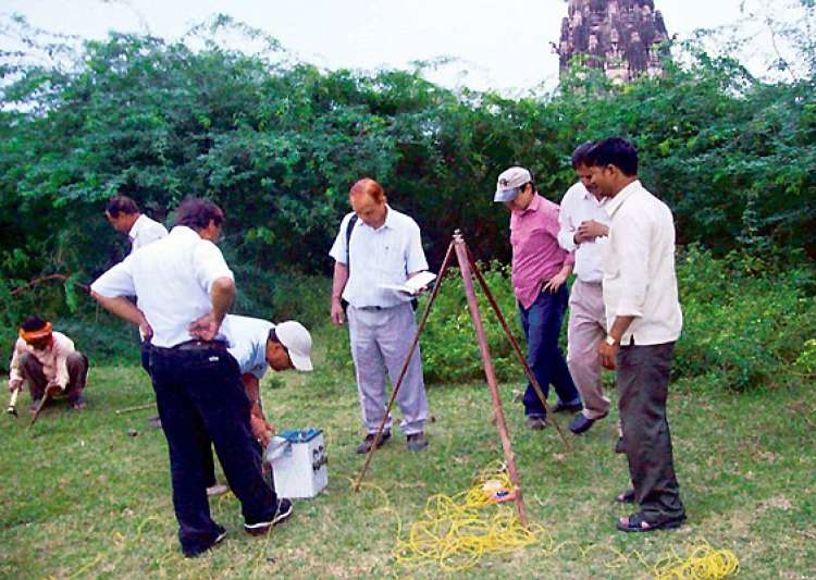 timeline of gold treasure hunt in unnao up- India Tv