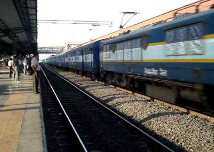8 special trains to clear diwali rush- India Tv