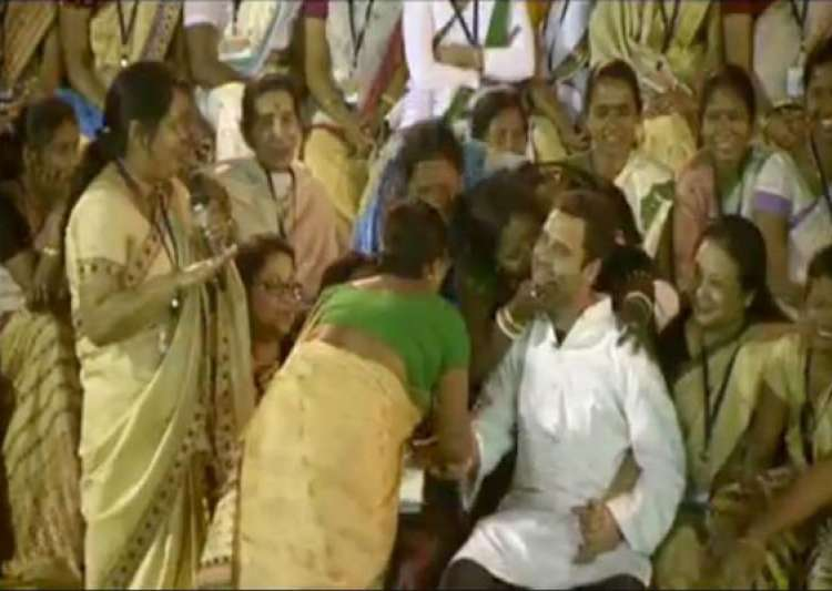 rahul bombarded with kisses in assam- India Tv