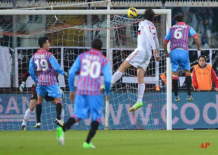 milan beats 10 man catania 3 1- India Tv