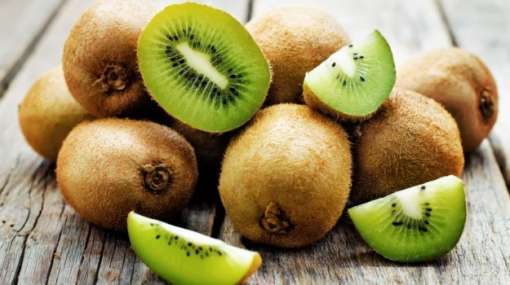 Kiwi: Kiwis contain large amounts of Vitamin C, which helps your body produce collagen, a connective tissue protein that helps firm the skin. Kiwi also contains Vitamin E, which keeps skin moisturised and glowing.
