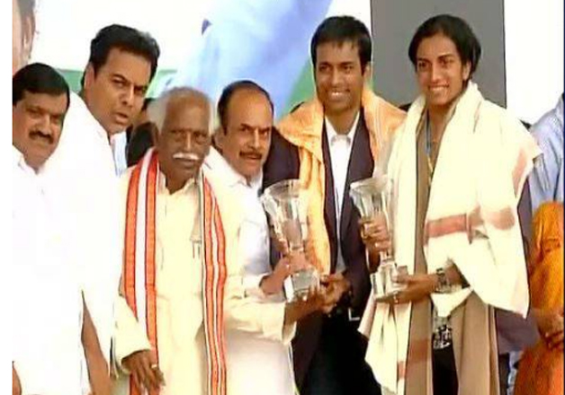 The Telangana government organised a gala felicitation ceremony for the ace shuttler at Gachibowli stadium in Hyderabad. Politicians and sportspersons greeted Sindhu on stage at the stadium.