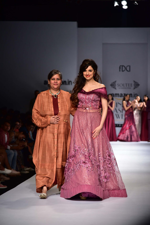 Divya Khosla Kumar looked ravishing as she walked the ramp for designer Sulakshna Monga.