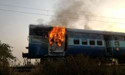 Fire in 13007 Up Udayan Abha Toofan Express, alert driver
