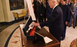 Trump presents cricket bat to Pakistan PM Imran Khan