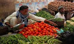 Tomatoes selling Rs 300 per kg in Pakistan; country seeks